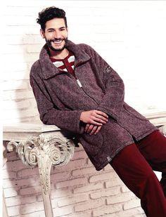 Bata juvenil hombre Barandi color burdeos. Homewear para estar cómodo y a tú aire por casa. Más modelos en www.varelaintimo.com. ¡Batas de andar por casa!