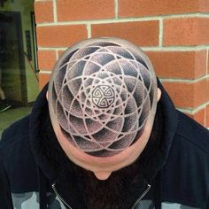 Have you always worried you'd lose your badass edge when your hair starts to… - İnspirational Tattoos Bald Head Tattoo, Scalp Tattoo, Dream Tattoos, Cool Tattoos, Awesome Tattoos, Tattoo Crane, Kopf Tattoo, Going Bald, Haircut Designs
