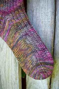 Ravelry: Village Sockenmuster von All Knit Up Gratis Sockenstrickmuster. Ravelry: Village Sockenmuster von All Knit Up Knitted Socks Free Pattern, Crochet Socks, Knit Or Crochet, Baby Knitting Patterns, Loom Knitting, Knitting Socks, Free Knitting, Scarf Patterns, Knit Patterns