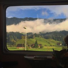 Places To Travel, Places To Go, Nature Aesthetic, Jolie Photo, Aesthetic Pictures, Mother Nature, Mother Earth, Countryside, Scenery