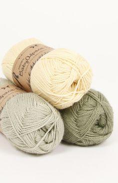 DROPS BabyAlpaca Silk es hilada de 3 hebras que combinan lo mejor de dos fibras maravillosas, una mezcla de 70% baby alpaca (para la suavidad) y 30% seda...