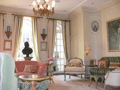 Charlotte Moss's living room. New York Social Diary - NYSD House