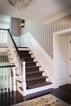 Are you considering wainscoting your walls? No problem, we have more than 100 wainscoting ideas for each room in your house. Wainscoting Wall, Wainscoting Height, Dining Room Wainscoting, Wainscoting Styles, Staircase Wall Decor, Carpet Staircase, Stair Walls, Staircase Design, Hall Carpet