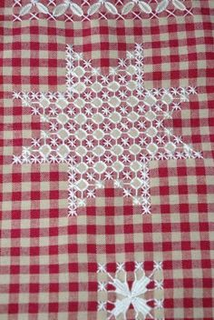 Broderie suisse- Love it! Types Of Embroidery, Ribbon Embroidery, Cross Stitch Embroidery, Embroidery Patterns, Chicken Scratch Patterns, Chicken Scratch Embroidery, Bordado Tipo Chicken Scratch, Swedish Weaving, Mini Album Tutorial