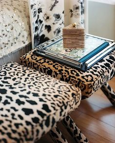 Leopard Print Furniture design ideas and photos to inspire your next home decor project or remodel. Check out Leopard Print Furniture photo galleries full of ideas for your home, apartment or office. Animal Print Decor, Animal Prints, Animal Print Furniture, Decoration Entree, Home And Deco, Home Decor Inspiration, Home Accessories, Upholstery, Interior Decorating