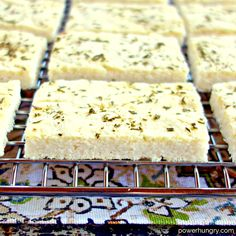 Healthy flatbread, made with ease from white beans and coconut flour! It is grain-free, vegan, sugar-free and low carb. Sugar Free Vegan, Flatbread Recipes, Vegan Bread, Grain Free, Nut Free, Easy Bread, Delicious Vegan Recipes, White Beans
