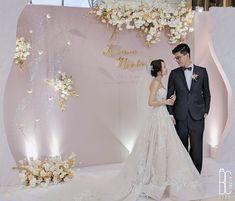Wedding Backdrop Design, Wedding Stage Decorations, Ceremony Backdrop, Wedding Venues, Wedding Photos, Photo Corners, Wedding Looks, Wedding Designs, Backdrops