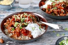 Chili con carne – zelf maken Bruschetta, Potato Salad, Curry, Food And Drink, Pasta, Ethnic Recipes, Holy Guacamole, Gouda, Dinners