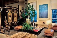 Hubert de Givenchy - In the salon in Paris, an ornate desk and armoire, both by cabinetmaker Andre-Charles Boulle, mingle with a modern cocktail table and a Joan Miro painting. Interior Design Tips, Interior Inspiration, Design Inspiration, Joan Miro Paintings, Art Deco, Vintage Interiors, French Interior, Classical Architecture, Celebrity Houses
