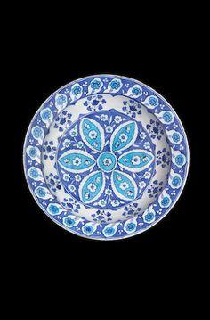An Iznik pottery Dish Turkey, 16th Century