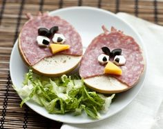 Yummy Food Art: Angry Birds ham and cheese sandwiches. May be the perfect dish to start a food fight. Cute Food, Good Food, Yummy Food, Tasty, Awesome Food, Healthy Food, Healthy Eating, Bagel Sandwich, Sandwich Ideas