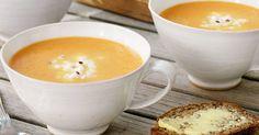 Porkkanasosekeitto valmistuu helposti ja nopeasti. Keitto saa pirteän ja raikkaan lisän inkivääriraejuustosta.