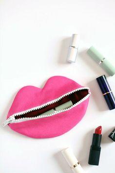 genius zipped lips pouch