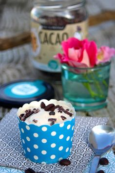 Paulas Frauchen: LatteMacchiato‑Eis mit dulce de leche und echten Kakaosplittern für die Eiszeit - das Eisevent von der S-Küche