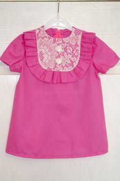 Розовое платье с гипюром
