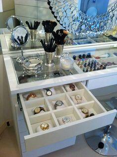 Ideas para acomodar relojes y cosméticos