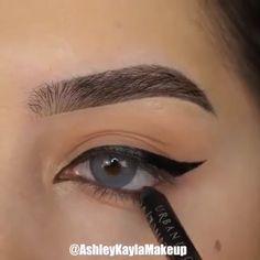 Eyeliner For Almond Eyes, Almond Eye Makeup, Cat Eye Eyeliner, Eyeliner For Hooded Eyes, Perfect Winged Eyeliner, Simple Eyeliner, No Eyeliner Makeup, Eyeliner Images, Doll Eye Makeup