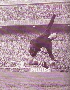 Athletic Clubs, Sports Games, Historical Pictures, Big Men, Goalkeeper, Valencia, Soccer, Beach, About Football