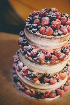 Naked Cake Fruit Berries Layer Icing Chilled Festival Lavender Wedding http://storyandcolour.co.uk/