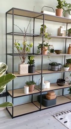 Front Wall Design, Industrial Bookcases, Shelving Unit, Shelf Decor Living Room, Living Room Plants, Wood And Metal Shelves, Loft Furniture, Metal Furniture, Metal Wall Shelves