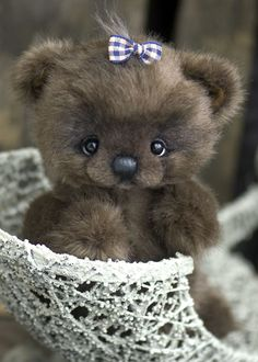 Three O'Clock Bears......omGEE! it's real!!....i LOVE her!!...