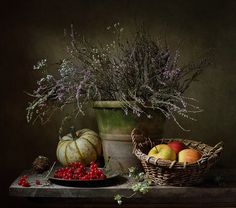 Still life with apples and a pumpkin Автор: Irina Mosina Still Life With Apples, Still Life 2, Still Life Images, Still Life Fruit, Rustic Food Photography, Vibeke Design, Still Life Flowers, Watercolor Fruit, Composition Design