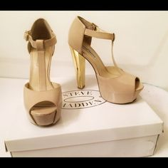 Steve Madden Dyvine Fawn Paten These beautiful nude and gold chunky heel shoes need a new owner. They are gently used but still look fabulous. Amazing dancing partners. They have a few scratches that are unable to come off but the heel is still in great condition! Go with any outfit! Steve Madden Shoes Heels