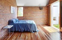 Galeria - Casa na Rua Christian / James Russell Architect - 16 Grey Exterior House Colors, Simple House, Bathroom Inspiration Modern, Brick Wall Bedroom, Home, Brick Interior, Interior Furniture, Street House, Bedroom Wall