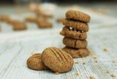 These peanut butter cookies are the perfect treat or snack to serve to your little one as a finger food. These cookies as they are will be quite soft and crumbly, which makes them a great texture for your baby from 6 months. If you're making them for yourself or older children, we recommend adding a sweetener, such as