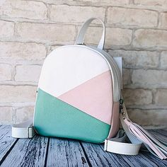Discover recipes, home ideas, style inspiration and other ideas to try. Girly Backpacks, Cute Mini Backpacks, Trendy Backpacks, Mochila Kate Spade, Cute School Bags, Luxury Purses, Accesorios Casual, Girls Bags, Casual Bags
