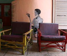 El grabado en Cuba tiene su origen del siglo XVIII, cuando se comenzaron a realizar ilustraciones de santos, escenas bíblicas y escudos herádicos, y se fue enriqueciendo durante el siglo XIX con numerosas estampas costumbristas, álbumes de viaje y las originales y vistosas vitolas de los puros. En 1959 el grabado se convirtió en asignatura del sistema educativo cubano.  En 1962 se estableció junto a la Plaza de la Catedral, en el Callejón del Chorro, el Taller Experimental de Gráfica, de la…