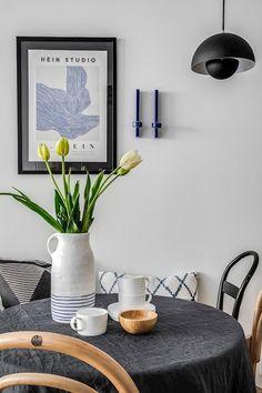Så himla fin köksmiljö med vår härliga flowerpot hängandes över bordet😍 Visst får man massor med härliga vårkänslor? Pantone, Flower Power