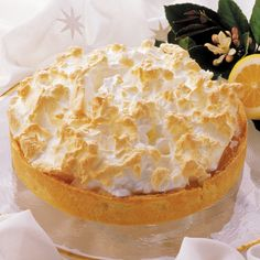 Crisp pastry, creamy lemon filling and gold-tipped meringue. A classic dessert for any occasion. Pie Recipes, Baking Recipes, Cream Brulee, Lemon Filling, Lemon Meringue Pie, Classic Desserts, Crisp, Pudding, Cheese