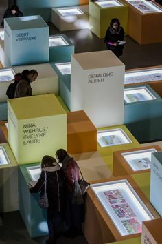 vocabulary of boxes used at different scales, heights, colors. Joao Morgado photography: Ilustrarte 2014 exhibition by Pedro Cabrito + Isabel Diniz Exhibition Stand Design, Exhibition Display, Exhibition Space, Museum Exhibition, Display Design, Booth Design, Store Design, Set Design, Banner Design