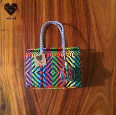 "Modelo ""Pañalera Mini"" $ 150.00 pesos, hecha a mano <3, tejidos y colores diferentes :) Envios a toda la Republica Mexicana! Buscanos en Facebook e Instagram :) CONTACTANOS!!!"
