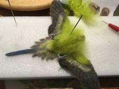Twisted copper wire makes good attachment points for polymer clay beaks and eyes, and is easier to wrap with wool than a smooth single wire Bird Crafts, Felt Crafts, Needle Felted Animals, Felt Animals, Needle Felting Tutorials, Wet Felting Projects, Nuno Felting, Wool Felting, Felt Birds