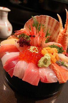 Sushi bowl. わぁ~ 凄すぎます  ご飯どこにあるの~~~