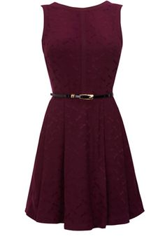 This full skirted dress is sleeveless in style and has a belt to cinch in the waist. With a subtle all over jacquard pattern, this piece has a rounded neckline and is great for dressing up.