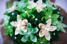 Centro tavola per matrimonio, kusudama, origami, colorato, matrimonio, bridal, bouquet, nozze, sposi, perle. verde, giallo, arancio, avorio,