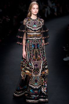 Valentino Fall/Winter 2015 Collection Fashion Week: La Mode by GV Miao's Top 10 Favorite Looks Look Fashion, High Fashion, Fashion Show, Fashion Design, Couture Fashion, Runway Fashion, Womens Fashion, Fashion Trends, Estilo Hippy