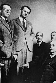 A la NRF : Marcel Arland, André Malraux, Jules Supervielle, Jean Pauhlan et Paul Valery. (©Album de famille d'André Malraux / SIPA)
