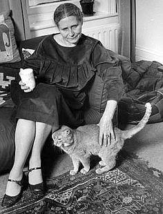 Doris Lessing. Doris Lessing, de soltera Doris May Tayler, que publicó también bajo el pseudónimo de Jane Somers, fue una escritora británica, ganadora del Premio Nobel de Literatura en 2007.