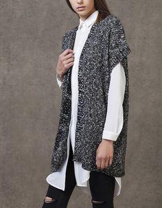 Na Stradivarius encontrarás 1 Casaco de manga curta kimono para mulher por apenas 9.99 € . Entra agora e descobre-o juntamente com mais MALHA.