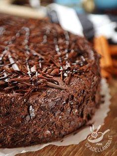 Soft Chocolate Cake - La Torta morbida al cioccolato è un vero concentrato di cioccolatosa bontà! Fatene due, per sicurezza: andrà sempre a ruba!