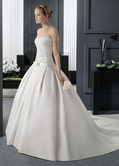 NEW! Chic Satin Sweetheart Neckline Dropped Waistline Ball Gown Wedding Dress With Beaded Lace Appliques