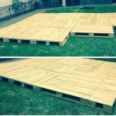 Já pensou em fazer um deck de pallets? Em áreas secas é uma alternativa sustentável e barata! #sustentabilidade #arquiteturadeinteriores by tutiarquitetura http://ift.tt/1VhQPcb
