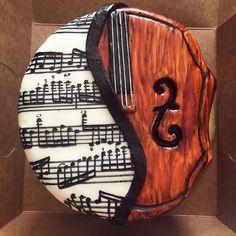 Birthday girl plays violin and loved classical music. Pink champagne cake & buttercream. #musiccake #violincake #sheetmusic #sweet16 #birthday #handpainted #blushbakerytx #blushbakery