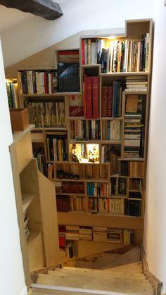Idee Deco Pour Une Bibliotheque Blanche En Eclairage Indirect Avec