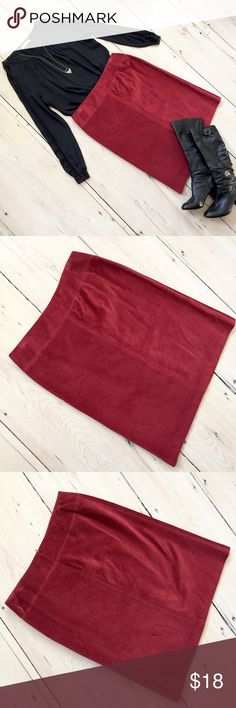 """Jones NY Burgundy Red Wide Wale Corduroy Skirt Jones NY Burgundy Red Wide Wale Corduroy Skirt. 100% cotton wide wale corduroy cut on the bias to create diagonal lines of texture & hidden back zip. Size 16. Measurements (laid flat): waist 18.75"""" & length 26.5"""". Gently worn - in excellent condition. No trades. #170211 Jones New York Skirts"""