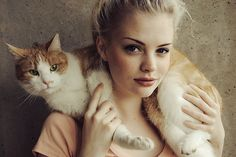 I have to get a picture like this done with my kitty cat Marco before he gets  to fat! lol